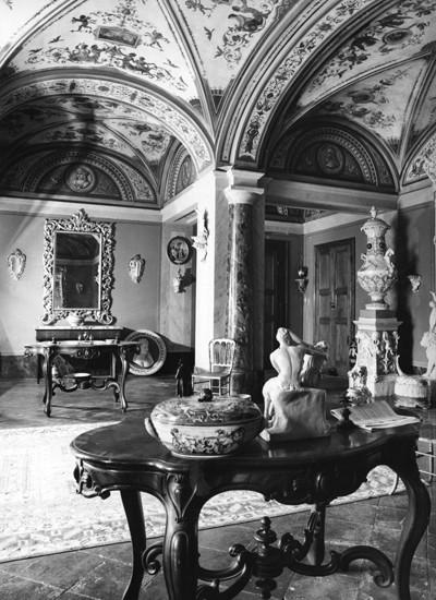 Riapre la Fabbrica Ferniani: visita guidata alla collezione-museo delle ceramiche Ferniani
